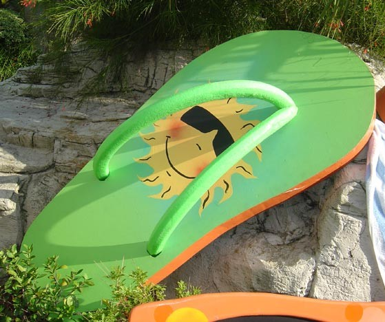Giant Beach Flip Flops- PR16 - (Qty: 4+)